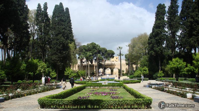 Bab Bou Jeloud garden