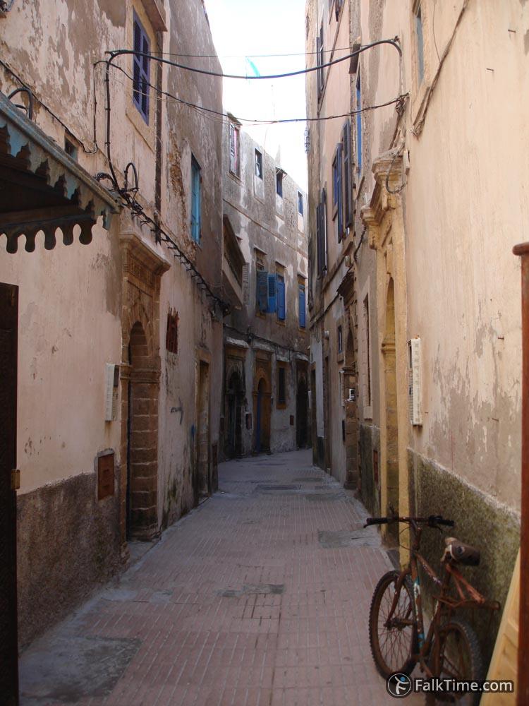 Narrow street-2